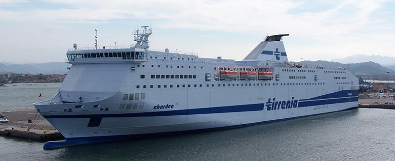 Traghetto Sharden attraccato a Olbia - Autore: Cap. Eustachio Patalano - Wikipedia