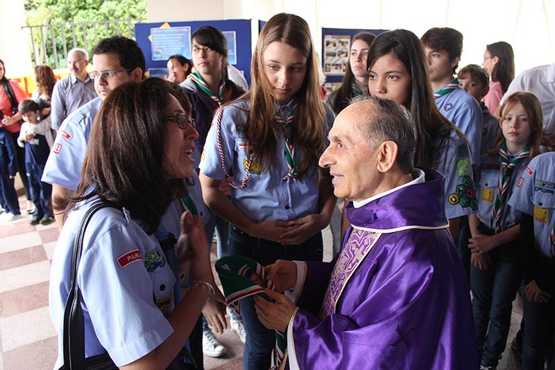 Padre Erittu con alcuni parrocchiani