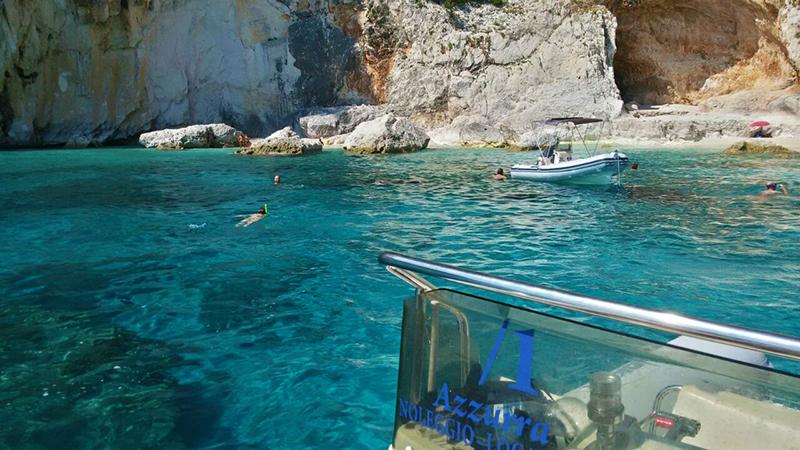 Foto tratta dalla pagina facebook: Azzurra Cala Gonone - Noleggio Gommoni