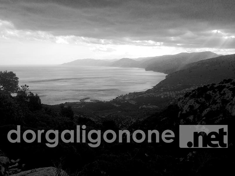 Cala Gonone da Ghirveri, dicembre 2015 - Foto: La Redazione