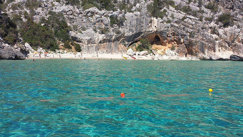 Spiaggia Tziu Santoru, estate 2016 - Foto: Club Nautico Cala Gonone